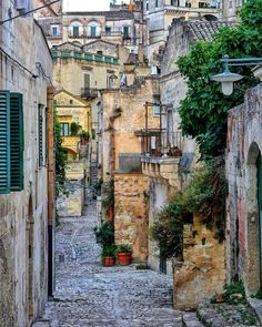 Sassi di Matera . .  #kings_villages #bestborghipics #super_borghi_channel #yallersborghi #loves_basilicata #bestbasilicatapics #loves_united_basilicata #volgobasilicata #vivobasilicata #vivomatera #volgomatera #materamazing #ig_matera #igers_matera #materainside #igersmatera  #LOVES_MEDITERRANEO #panorami_meridionali #sud_super_pics #total_mediterraneo #VERSO_SUD #vivomediterraneo