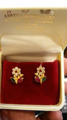 Floral Earrings with Ruby and emeralds Jewelry Design Earrings, Gold Earrings Designs, Emerald Jewelry, Designer Earrings, Gold Designs, Diamond Jewellery, Kids Gold Jewellery, Gold Jewellery Design, Gold Jewelry