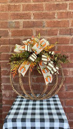 Fall Decorations, Thanksgiving Decorations, Halloween Decorations, Beautiful Flower Arrangements, Beautiful Flowers, Halloween Wreaths, Fall Home Decor, Grapevine Wreath, Front Porch