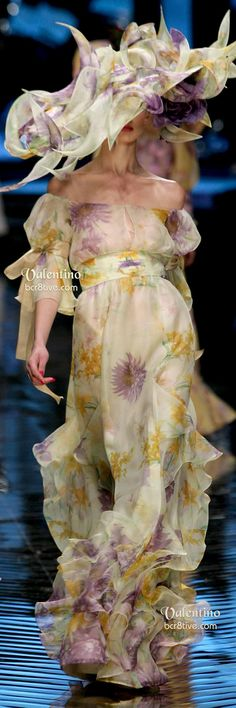 Valentino Floral Gown and Hat Collège LaSalle Tunis Missoni, Beautiful Gowns, Beautiful Outfits, Fendi, Valentino Couture, Floral Gown, Italian Fashion Designers, Floral Fashion, Couture Collection
