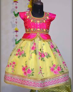 Baby Frocks Style, Baby Girl Frocks, Frocks For Girls, Dresses Kids Girl, Kids Outfits, Baby Dresses, Girls Frock Design, Kids Frocks Design, Baby Frocks Designs