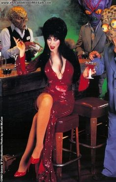 Elvira, Mistress of the Dark, Cassandra Peterson Dark Beauty, Gothic Beauty, Dramas, Pin Up, Cassandra Peterson, Actrices Sexy, Film Serie, Models, In Pantyhose