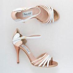 Comme Il Faut Tango shoes - love these! Sock Shoes, Shoe Boots, Shoes Heels, Pumps, Tango Shoes, Ballet Shoes, Dancing Shoes, Latin Shoes, Salsa Shoes