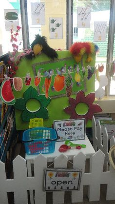Garden Centre and Flower Shop/Florists role-play classroom displays photo gallery Dramatic Play Themes, Dramatic Play Area, Dramatic Play Centers, Preschool Garden, Preschool Classroom, Preschool Ideas, Role Play Areas, Play Centre, Farm Theme