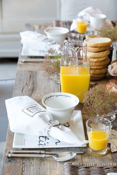 perfect table for spring or summer guest breakfast. great idea for
