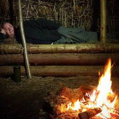 @tanktracksbushcraft enjoying the delights of a primitive bed in the primitive shelter with @zedoutdoors  #primitiveskills #primitiveshelter #primitivebed ##woodsman #bushcraft #survival #rain #rainyday #britishcountryside #relax #relaxing #zedoutdoors