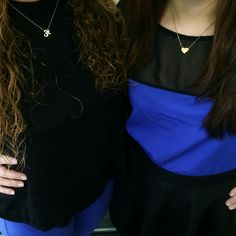 Sharing our #TwinTuesday moment in the office today! We see black and blue, but also white & gold (necklaces)! #alexwoo #littleicons #putaminionit #howwewoo #twinning #blackandblue