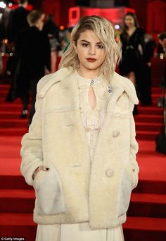 Selena Gomez Blonde at Fashion Awards 2017 Selena Selena, Selena Gomez Coach, Selena Gomez Tumblr, Fotos Selena Gomez, Selena Gomez Blonde Hair, Marmaris, Marie Gomez, Celebs, Celebrities