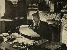 Tout en courbe, en verre et en acier, l'oeuvre de Victor Horta a façonné le visage de Bruxelles et influencé les architectes du monde entier. Figure de proue de l'Art Nouveau, il a su imposer à l'art une nouvelle esthétique. Nous vous proposons une biographie rythmée par ses réalisations.