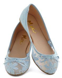pretty ballet flats  http://rstyle.me/n/dymaepdpe