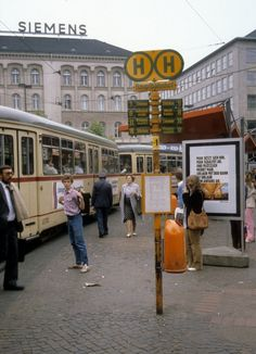 Hannover ÜSTRA Strassenbahnhaltestelle am Hauptbahnhof - Datum: 26. Juni 1981.