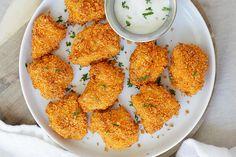 Delicioso pollo cubierto de Doritos al horno, una receta muy fácil de hacer y la…
