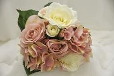 A mix of roses, rosebuds and hydrangea finished with green leaves – excellent quality, the vintage look. Pink Color Schemes, Rose Buds, Dusty Pink, Silk Flowers, Vintage Looks, Wedding Bouquets, Special Occasion, Colours, Cream