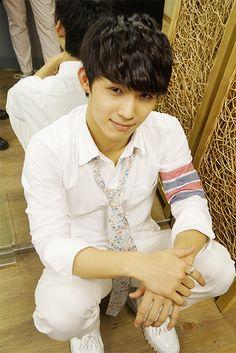 Hyunsik [BtoB] - His hands are incredible. Hyunsik Btob, Yook Sungjae, Minhyuk, Hot Korean Guys, Korean K Pop, Im Hyun Sik, Hyung Sik, Really Hot Guys, Bts And Exo