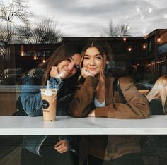 There's no one like your BFF! Check out these BFF pictures & bestie poses ideas Bff Pics, Bff Pictures, Friend Pics, Friend Picture Poses, Best Friend Pictures Tumblr, Cute Friend Photos, Friendship Pictures, Tmblr Girl, Best Friend Fotos