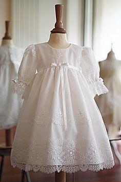9f1fc43708a35 Robe de baptême fille dentelle Victoria. Fait-main par Fil de Légende