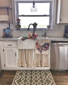 Shabby Chic Kitchen, Country Kitchen, Kitchen Dining, Kitchen Decor, Dining Rooms, Kitchen Facelift, Country Curtains, Farmhouse Chic, Building A House