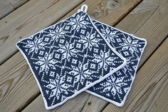 Ravelry: Michaelas pot holders pattern by Mors lilla ylle free until: with code : Christmasgift Dishcloth Knitting Patterns, Knit Dishcloth, Crochet Patterns, Christmas Knitting, Christmas Cross, Double Knitting, Free Knitting, Spa Items, Fair Isle Knitting
