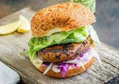 This juicy Peri Peri chicken burger is perfect for Nando lovers. The homemade marinade takes your skinless boneless chicken breast to the next level. Nando's Chicken, Peri Peri Chicken, Marinated Chicken, Boneless Chicken Breast, Chicken Breasts, Garlic Juice, Slaw Recipes, Burger Buns, Recipes