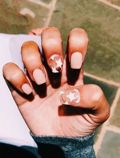 star nails clear star nails with light pink nails Related posts:TODAYS LOOK Summer Acrylic Nails, Cute Acrylic Nails, Acrylic Nail Designs, Cute Nails, Pretty Nails, My Nails, Star Nail Designs, Acryl Nails, Light Pink Nails