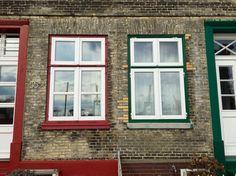 27.02.2016 - Am Elbstrand von Övelgönne gibt es eine Reihe kleiner, dicht aneinander gedrängter Häuser. Jedes einzelne versprüht einen unheimlichen Charme und oft bleibe ich stehen, um sie mir genauer anzuschauen.