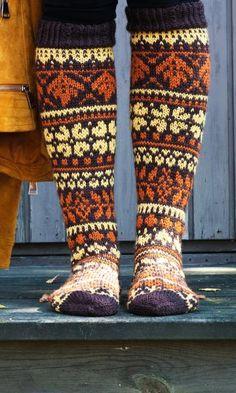 Syysmetsän sukat – kirjoneulesukat Niina Laitisen ohjeella | Meillä kotona Knitting Socks, Leg Warmers, Teet, Projects To Try, Sewing, Color, Fashion, Knit Socks, Leg Warmers Outfit