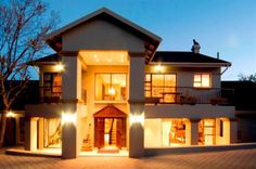 Slot Loevenstein - Slot Loevenstein is a luxury guest house set in the sought-after Northern Suburbs of  beautiful Bloemfontein, City of Roses. Slot Loevenstein pays homage to this floral heritage in its beautifully appointed ... #weekendgetaways #bloemfontein #southafrica