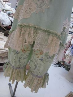BLOOMIES... Vintage Kitty bloomies.. short bloomers.. embroidered linen, ooak, floral stripes .. med/xl