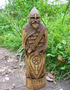 God Perun, the Slavic mythology, the most famous of the brothers Svarozhich. Wood Carving Patterns, Wood Carving Art, Stone Carving, Wood Art, Vikings, Whittling Wood, Viking Culture, Wooden Statues, Viking Art