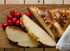 πασχαλινό τσουρέκι Greek Easter, Under The Lights, Easter Recipes, Hot Dog Buns, Sandwiches, Eggs, Bread, Sweet, Lenten