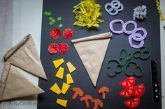Set up your play food counter with a kiddie favorite - pizza, and make it super realistic with this incredibly detailed Paper Pizza Craft for Kids!Check out the link to get more information on simple crafts for kids Kids Food Crafts, Food Art For Kids, Camping Crafts, Crafts For Kids To Make, Toddler Crafts, Preschool Crafts, Projects For Kids, Fun Crafts, Diy And Crafts