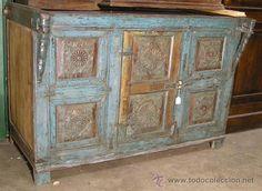MUEBLE INDIO BAJO PINTADO Y TALLADO (Antigüedades - Muebles - Cómodas Antiguas)