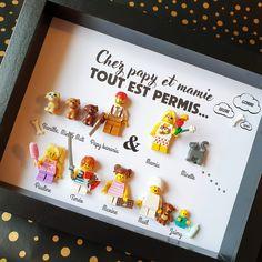 Un cadre qui sent la bonne humeur (et les bêtises d'enfants ! 🤪😅😁). Une belle représentation de ces joyeux grands-parents, entourés de leurs 5 petits enfants et de leurs nombreux animaux de compagnie ! Réalisez votre cadre en ligne sur le site des Portraits de Felie ! #Lego #Famille #grandparents #petitsenfants #souvenir #souvenirs #bonheur #betises #petlovers #lesportraitsdefelie Figurine Lego, Grands Parents, Creations, Frame, Home Decor, Family Portraits, Little Children, Good Mood, Father's Day