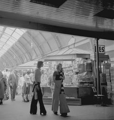 Pictures of Grainger Market, Newcastle upon Tyne in the and - Flashbak 1970 Style, North East England, Calendar Girls, White Image, 70s Fashion, Vintage Fashion, Newcastle, Old Photos, 1980s