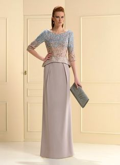 Vestido de crepe de alta calidad, con cuerpo de aplicaciones,escote en la espalda en V