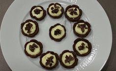 Fiorellini di pasta frolla al cioccolato. Semplici, sfiziosi e golosi da fare!