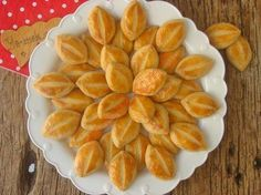 A scattered recipe with scented vinegar scattered in the mouth as if taken from a patisserie . Cookie Recipes, Snack Recipes, Joy Of Cooking, Most Delicious Recipe, Indonesian Food, Turkish Recipes, Biscuits, Sweet Tooth, Bakery