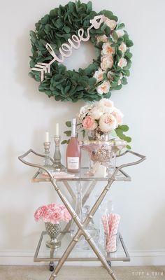 Use these convenient bar cart ideas in your apartment home. Over thirty bar cart ideas perfect for your apartment. Feed your design ideas now. Home Bar Decor, Bar Cart Decor, Home Design, Interior Design, Modern Home Bar, Pink Bar, Outside Bars, Gold Bar Cart, Bar Cart Styling