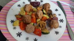 Turkey meatballs with spicy oven roasted veg,only 200 calories so can be eaten on ss+
