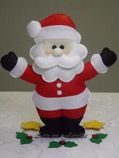 Boneco papai noel confeccionado em feltro com enchimento. <br>Linda opção de presente ou de decoração para o Natal.