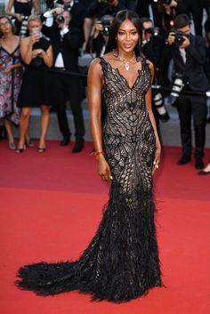 Cannes 2017: Naomi Campbell w sukni Atelier Versace na jubileuszu Festiwalu Filmowego w Cannes