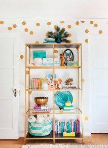Pop of Gold! A girl's room makeover - love this IKEA bookcase spray painted gold! Ikea Shelf Hack, Ikea Shelves, Interior Design Inspiration, Home Decor Inspiration, Ikea Vittsjo, Ikea Bookcase, Gold Bookshelf, Gold Shelves, Ikea Regal