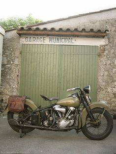 Vintage olive green Harley of dreamyness