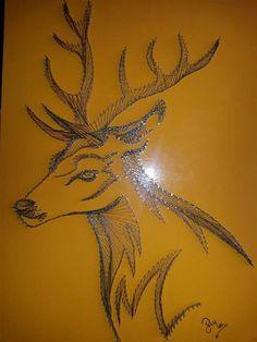 La tecnica si chiama String Art, ovvero l'arte di creare quadri originali utilizzando semplicemente chiodi e fili da ricamo colorati. Questa tecnica (chiamata anche curve stitching), nasce alla fine del XIX secolo è stata inventata dall'inglese Mary Everest Bool che la impiegava per insegnare ma...