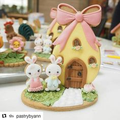 First day of teaching Cookie Decorating Classes in Bangkok Easter Bunny Cake, Easter Cupcakes, Easter Cookies, Easter Party, Easter Eggs, Fancy Cookies, Iced Cookies, Cake Decorating Classes, Cookie Decorating
