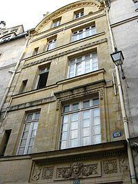 Hôtel Lesseville (XVIe et XVIIIe) 65, rue Galande Paris 75005. Ancien hôtel de Chatillon puis Lamoignon, puis Lesseville.