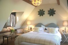 The Swan Inn. Cotswold Accommodation With Riverviews