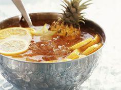 Ananas-Zitronen-Bowle | Zeit: 15 Min. | http://eatsmarter.de/rezepte/ananas-zitronen-bowle