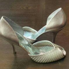 Gianni Bini Women's Rose Gold Pink Heels 10 Women's Gianni Bini Pep-Toe Rose Gold Pink Pumps. Worn 2-3 times. In EUC! Gianni Bini Shoes Heels