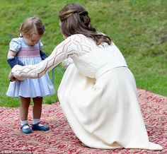 The Duchess of Cambridge helps Charlotte take off her blue knit cardigan from Mi Lucero ...